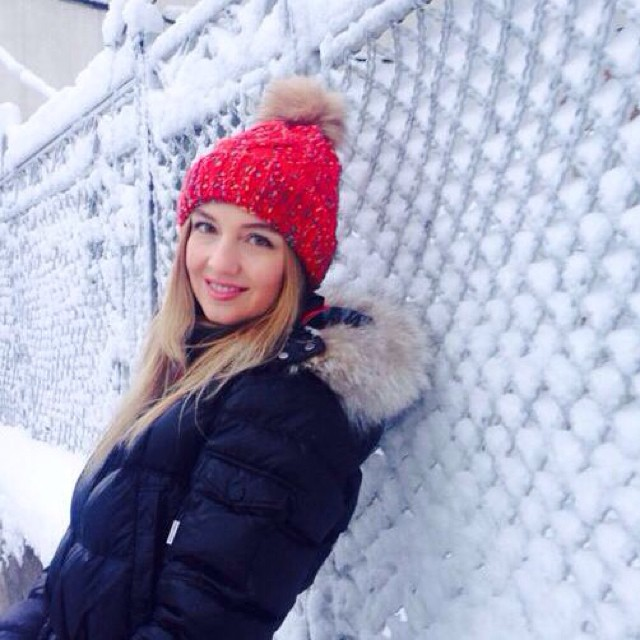 Lovely winter⛄️#cold#cutehat#snow#love#fluffy#red#December
